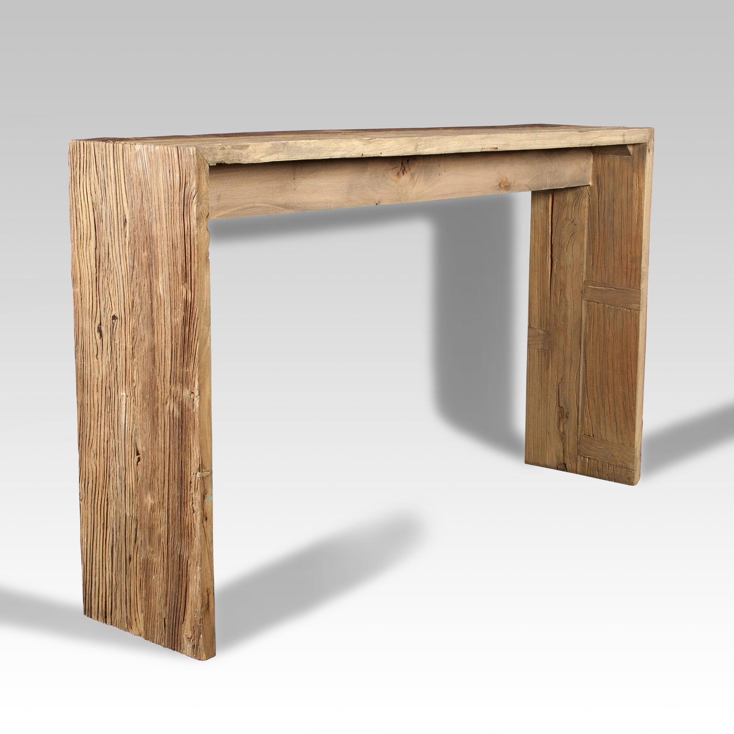 Consola de olmo y consola de madera batavia for Consolas antiguas muebles