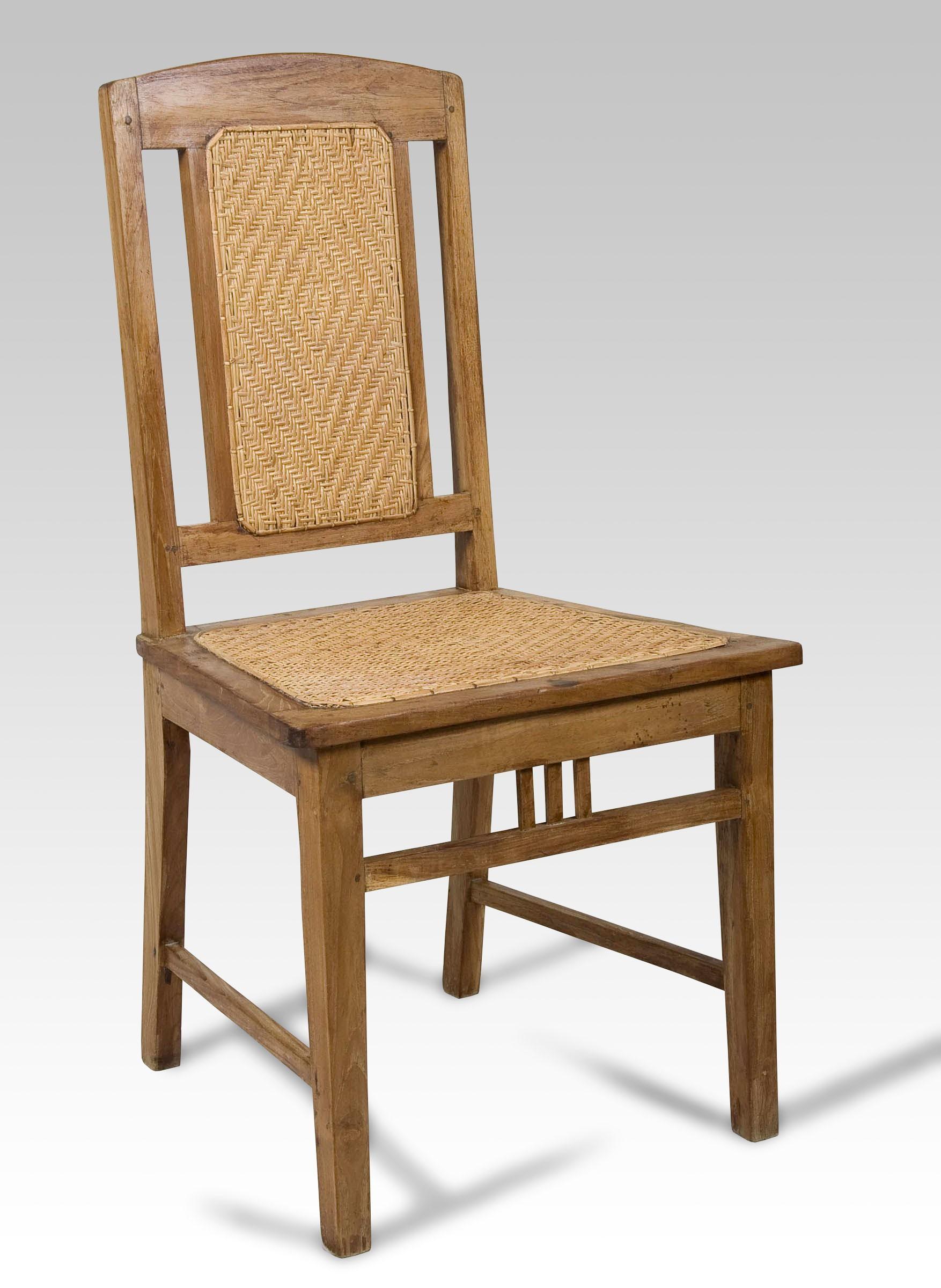 Silla y silla de comedor for Sillas apilables comedor