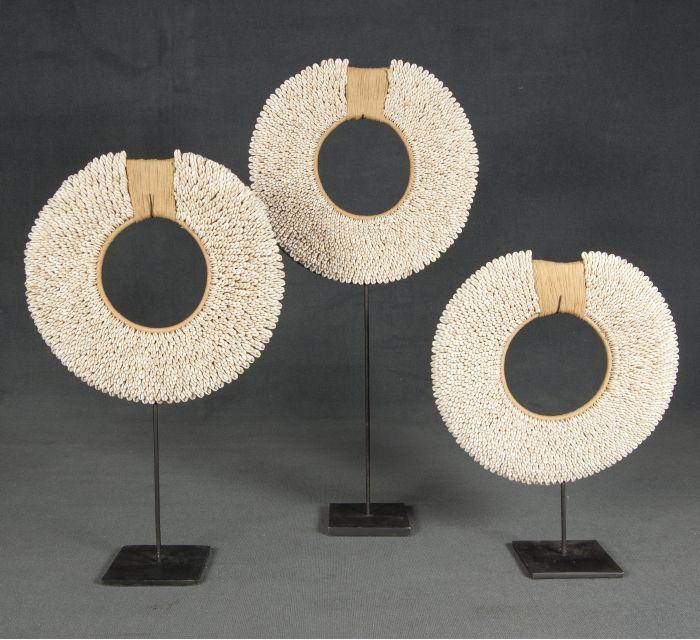 http://batavia.es/6450-thickbox_default/esculturas-collares-papua.jpg