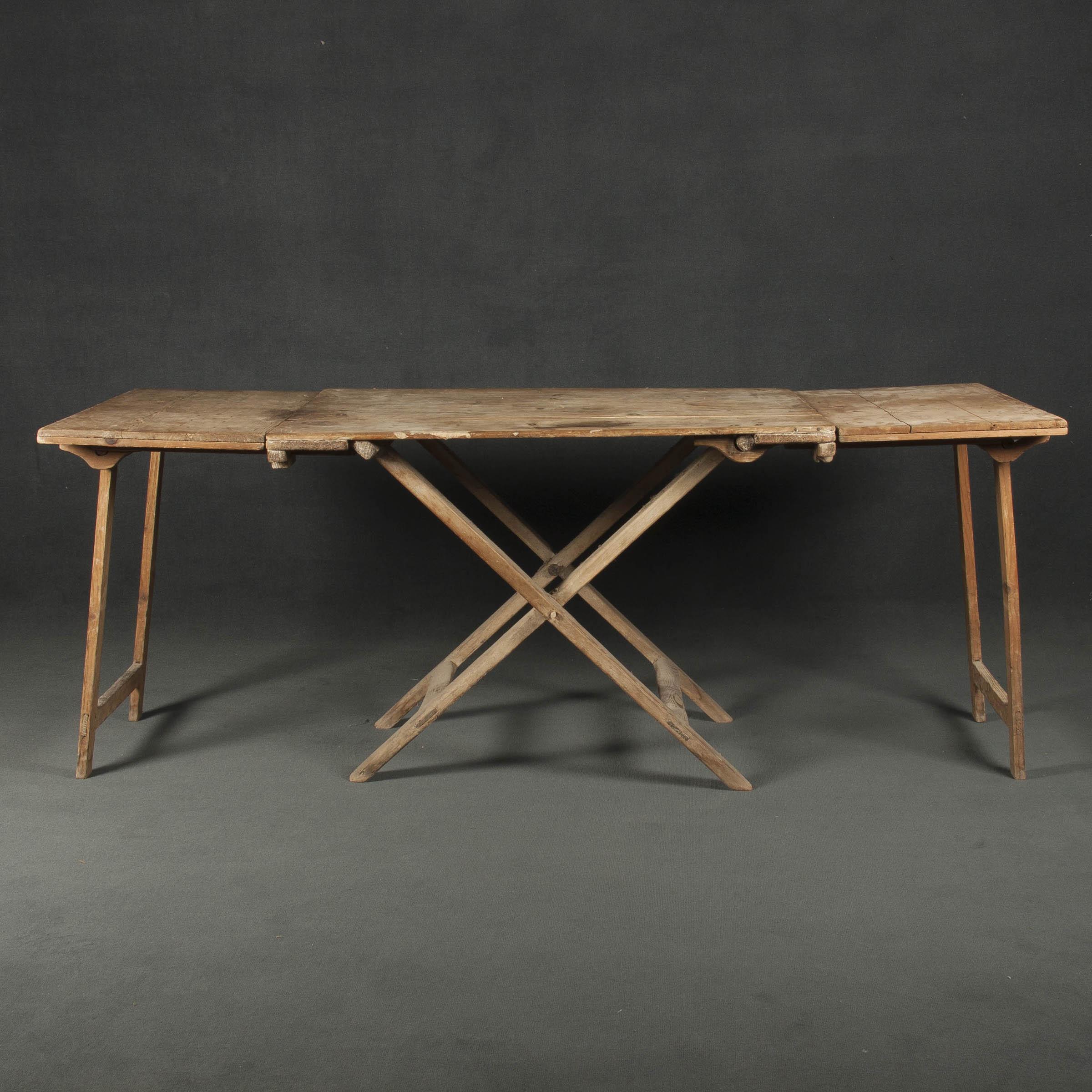 Mesa de comedor antigua y mesa plegable for Mesa comedor plegable