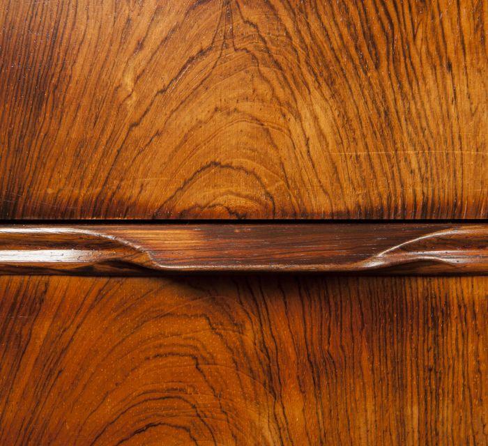 Detalle escritorio palidandro sin ornamentación