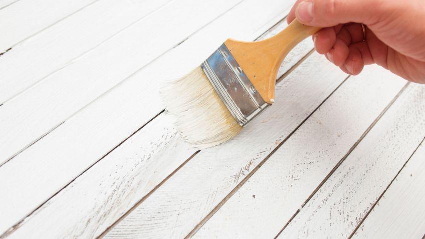 C mo pintar muebles de madera blog de muebles y decoraci n for Como pintar un mueble oscuro en blanco envejecido