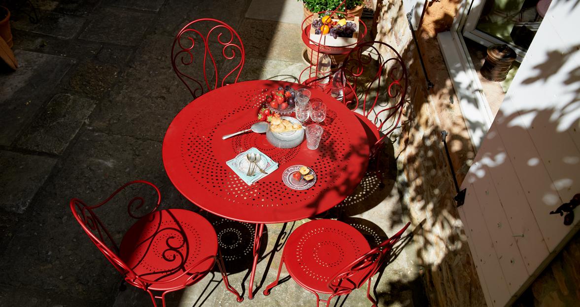 Mesas de exterior para tu jard n blog de muebles y for Jardin gris et rouge