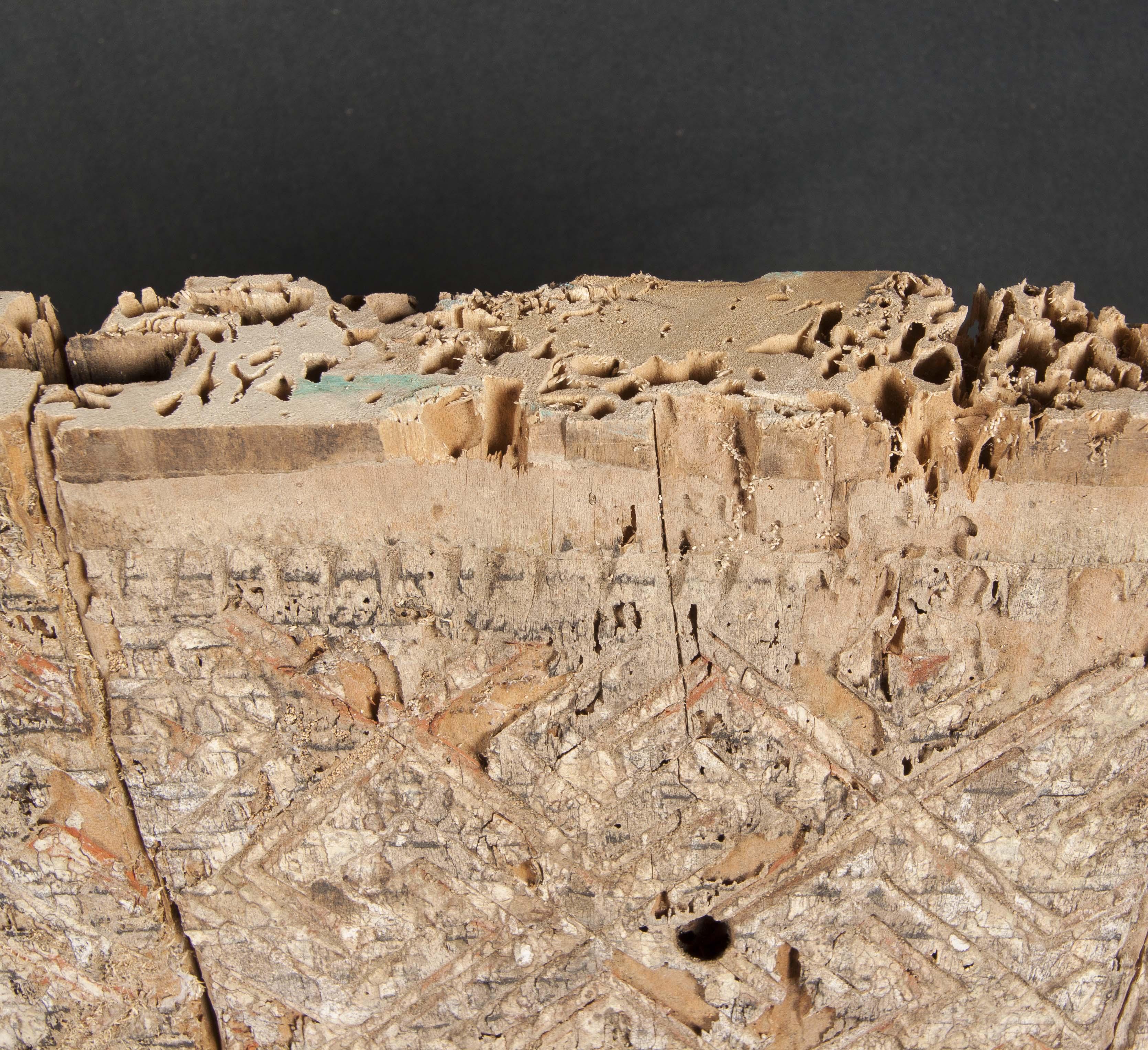Talla antigua con policromía