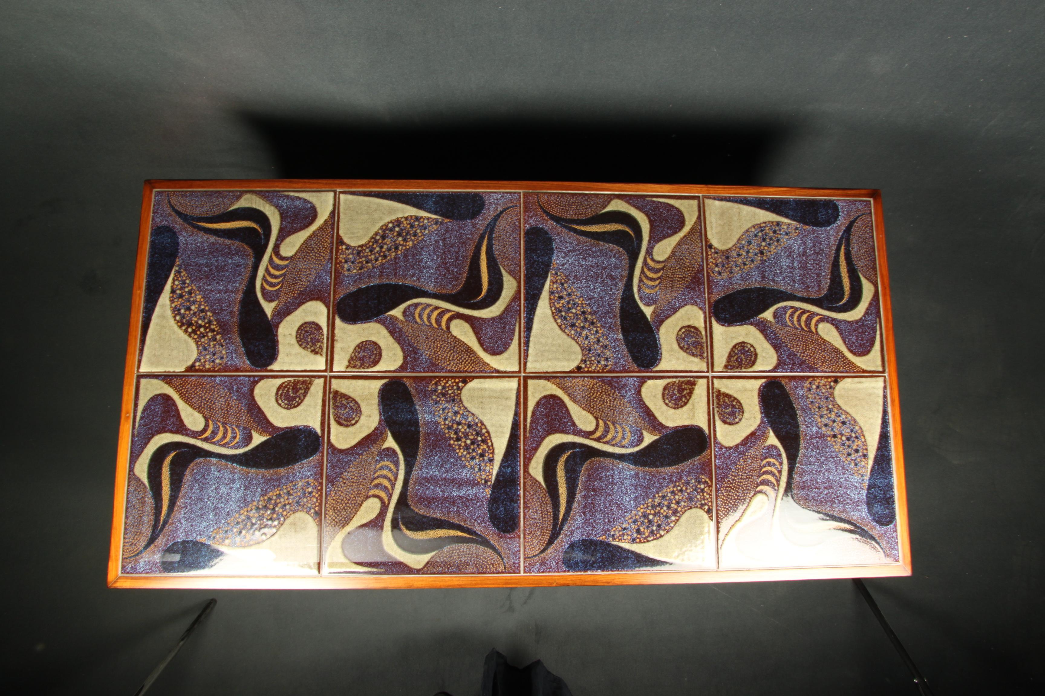 Mesa de centro danesa con azulejos