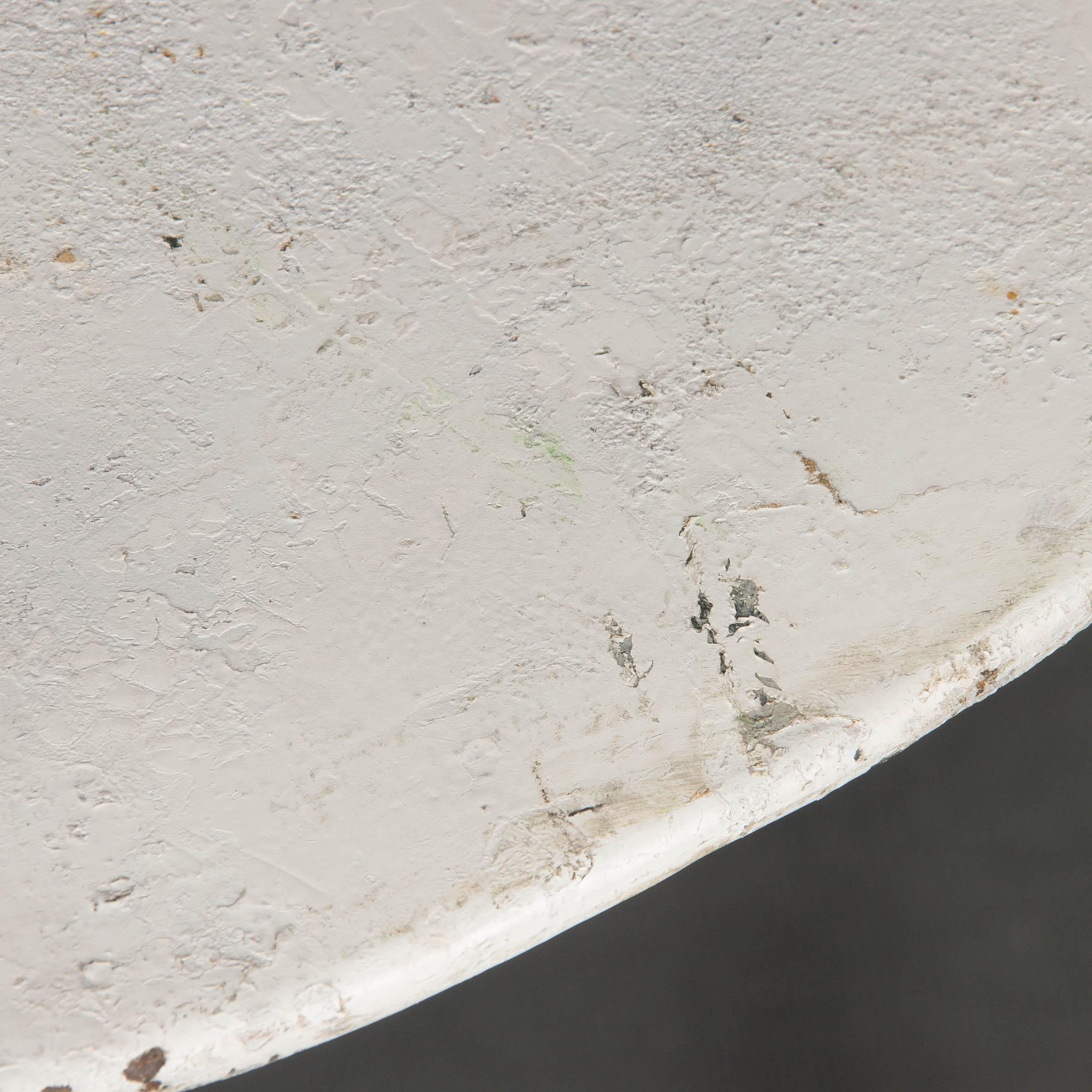 Velador de hierro lacado