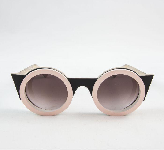 https://batavia.es/24461-thickbox_default/gafa-de-sol-nathalie-black-pale-pink.jpg
