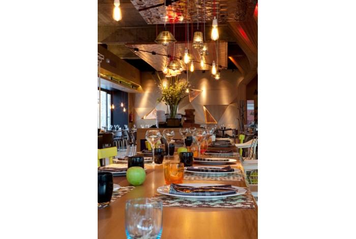 Muebles de BATAVIA en restaurante La Cocina de San Antón.