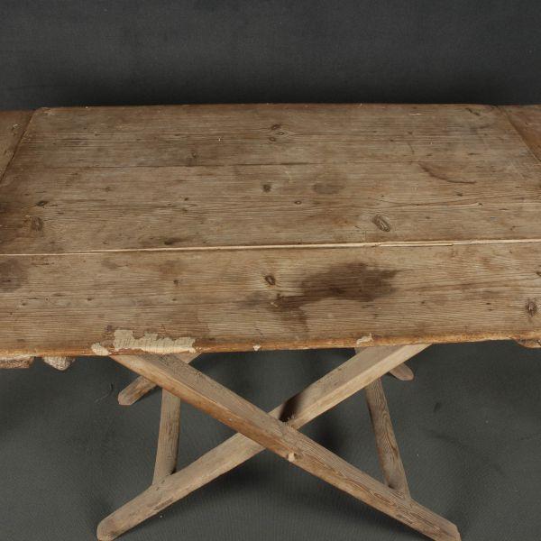 Mesa de comedor antigua y Mesa plegable |