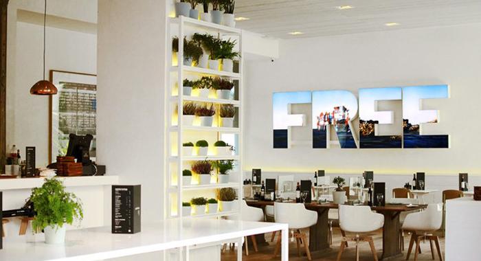 Detalle sillas MDF y Lámpara Tom Dixon en restaurante Lateral Castellana 42