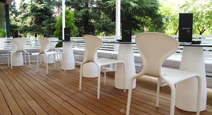 Mesa Equal de Gandía Blasco en color blanco en restaurante Lateral Castellana 42