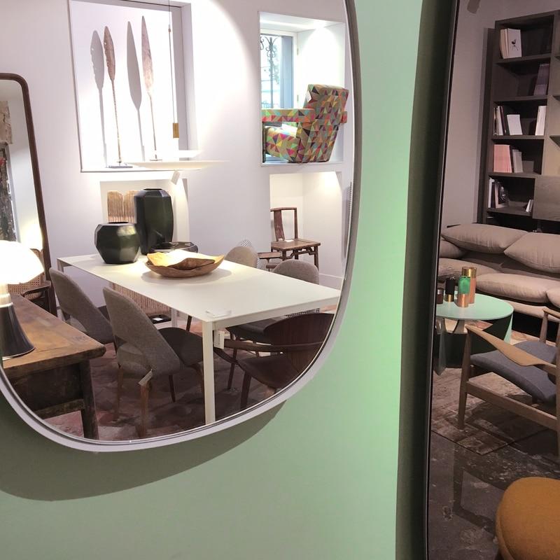 Espejo de diseño ovalado de Anderssen & Voll de Muuto