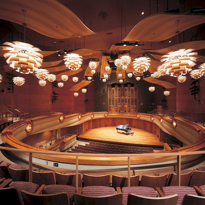 Lámpara colgante Artichoke diseñada por Poul Henningsen disponible en batavia