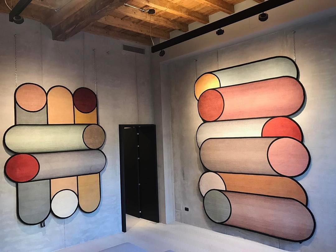 Alfombras de Patricia Urquiola en la feria del mueble de milán