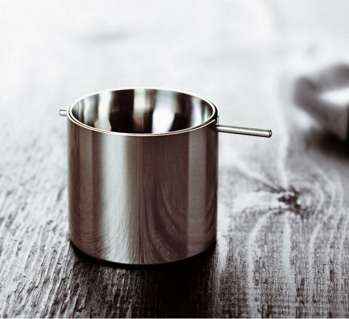 Cenicero Arne Jacobsen