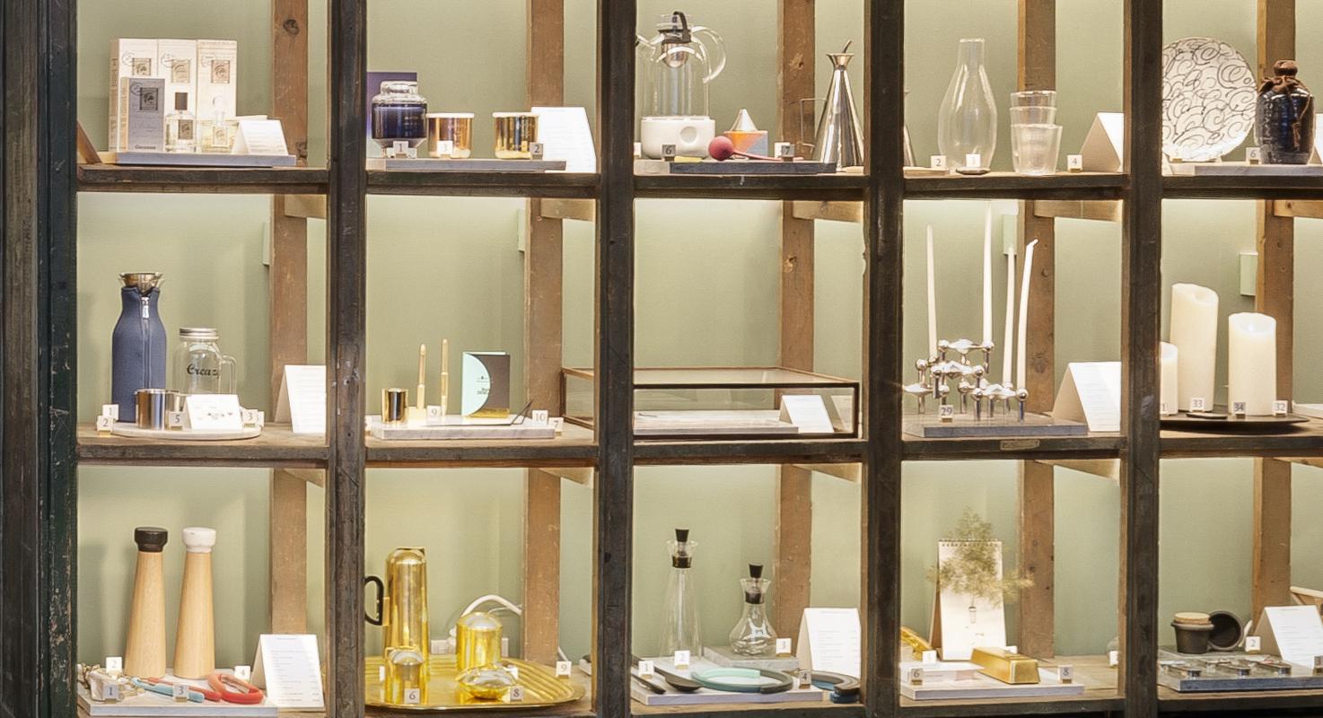 Objetos de decoración en la sección de regalos de Mejía Lequerica