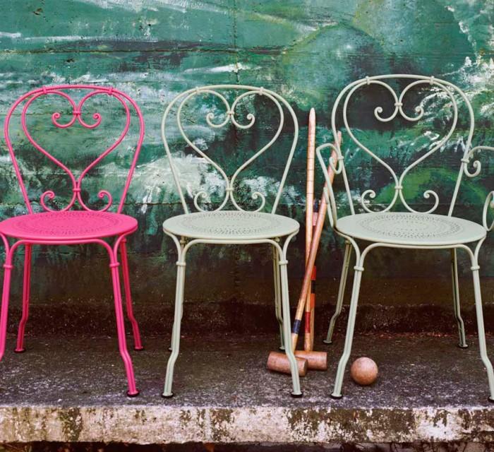 Silla 1900 de acero lacado estilo Belle Epoque en terraza