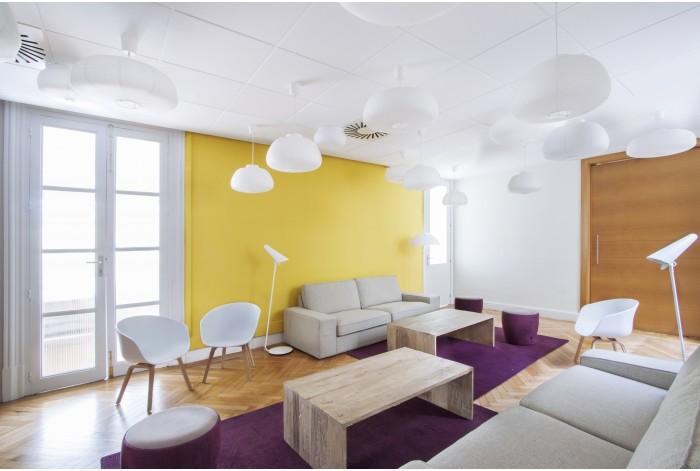 Proyecto Oficina Fever con mobiliario contract