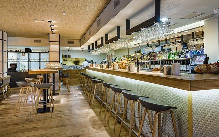 Mobiliario contract en el proyecto restaurante Maruca About a Stool AAS38