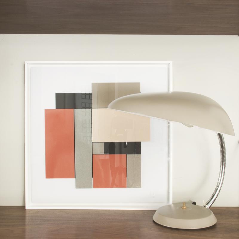 Lámpara de mesa de diseño Cobra de la marca Gubi