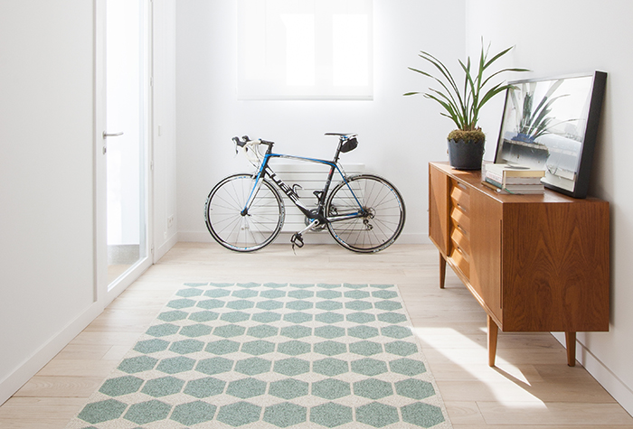 Proyecto Fuente el Berro con aparador danés y alfombra vinílica