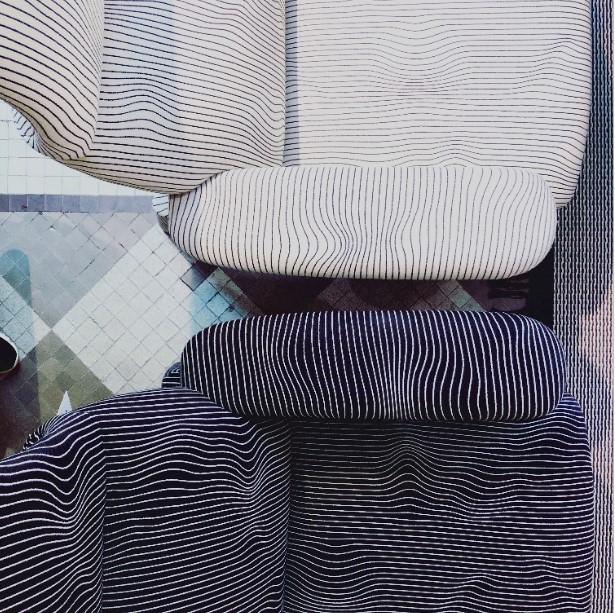 detalle del tapizado inspirado en ondas geofísicas del genial Max Huber