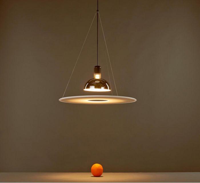 lampara de techo frisbi diseñada por los hermanos castiglioni